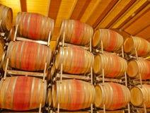 Abrandamento líquido--Tambores de vinho em Toscânia Fotos de Stock