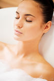 Abrandamento total no banho luxuoso Imagens de Stock Royalty Free