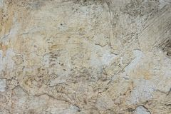 Abrasivo afflitto graffiato scheggiato ha intonacato Grey Wall Background bianco con struttura stracciata Grungy Cemento macchiat immagini stock libere da diritti
