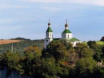 Abrau-Durso RYSSLAND Sikt av kyrkan av St Xenia av Petersburg Sjö Abrau, nära Novorossiysk Sommar Augusti Arkivbilder