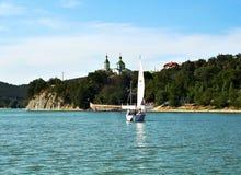 Abrau jezioro blisko miasteczka lato słoneczny dzień Novorossiysk Krasnodar, Rosja (,) Obraz Royalty Free