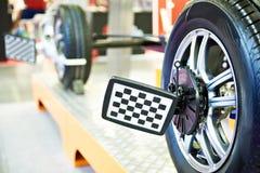 Abrazadera de rueda del sistema automotriz del diagnóstico y de análisis foto de archivo