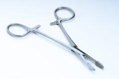 Abrazaderas quirúrgicas Fotos de archivo