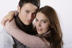 Abrazo atractivo de los pares Foto de archivo libre de regalías