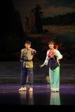 Abrazo cariñoso, mirando adelante a la ópera futura de Jiangxi una romana Imagen de archivo libre de regalías