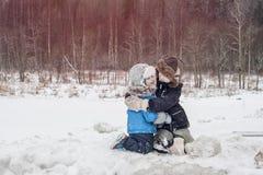 Abrazo de dos hermanos Foto de archivo libre de regalías