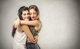 Abrazo de los amigos Fotografía de archivo libre de regalías