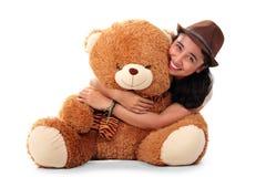Abrazo de oso lindo de la muchacha Foto de archivo libre de regalías