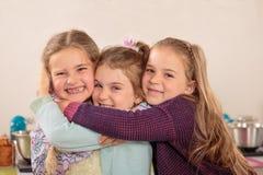 Abrazo de tres niñas Imágenes de archivo libres de regalías
