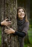Abrazo de un árbol Foto de archivo