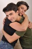 Abrazo del hermano y de la hermana fotografía de archivo