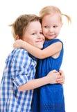 Abrazo del hermano y de la hermana imágenes de archivo libres de regalías