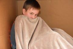 Abrazo en una caja Foto de archivo libre de regalías