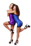 Abrazo feliz atractivo de los gemelos aislado en blanco Imagen de archivo