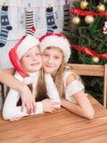 Abrazo feliz de los niños Foto de archivo libre de regalías