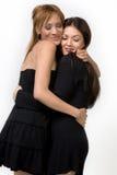 Abrazo lindo de dos señoras   Imagenes de archivo