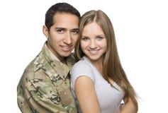 Abrazo militar feliz de los pares Foto de archivo libre de regalías