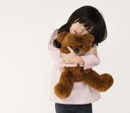 Abrazo Teddy Bear Fluffy Cute de la muchacha Imágenes de archivo libres de regalías