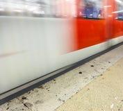 Abreise, ankommende U-Bahn als Geschwindigkeit stockbilder