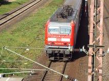 Abreisender regionaler Zug Lizenzfreie Stockbilder