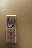 Abrelatas automático de la puerta para la accesibilidad de la silla de ruedas foto de archivo