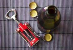 Abrelatas de la bebida de la cerveza y del casquillo Imágenes de archivo libres de regalías