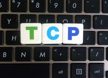 Abreviatura TCP no fundo do teclado fotos de stock