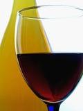 Abrégé sur bouteille et en verre de vin Photographie stock
