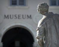 Abrégé sur musée et statue Photos libres de droits