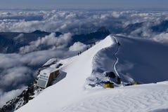 Abri alpestre dans les alpes Photos stock
