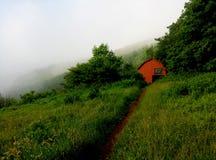 Abri d'Overmountain--Traînée appalachienne photos libres de droits