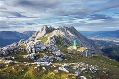 Abri en montagnes photo stock