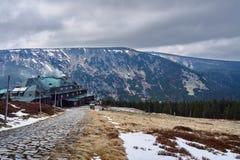 Abri en montagnes géantes Photos stock