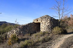 Abri en pierre dans Pyrénées, Frances Photo stock