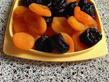 Abricós secados e ameixas secas Fotografia de Stock Royalty Free