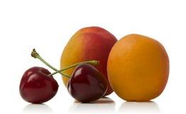 Abricot et cerises Photos stock