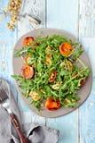 Abricot et salade grillés de halloumi Photo stock