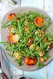 Abricot et salade grillés de halloumi Image stock