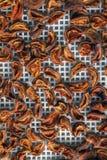 Abricot sec dans le dessiccateur-déshydrateur Une manière de préserver la vitamine image stock