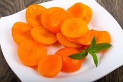 Abricots en boîte Image libre de droits