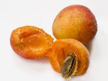 Abricots juteux mûrs images libres de droits