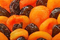 Abricots secs et pruneaux photographie stock libre de droits