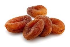 Abricots secs organiques d'isolement sur le fond blanc image libre de droits