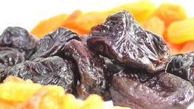 Abricots secs, pruneaux, raisins secs banque de vidéos