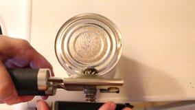 Abridor de lata manual filme