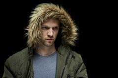 Abrigo de invierno que lleva del hombre Fotografía de archivo libre de regalías