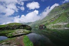 Abrigo de la montaña Fotos de archivo libres de regalías