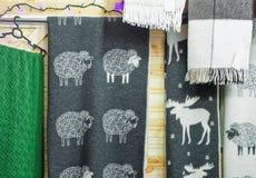 Abrigo de lana en el mercado de la Navidad de Vilna Imágenes de archivo libres de regalías