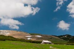 Paisagem em montanhas de Bucegi, romania imagens de stock royalty free