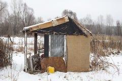 Abrigo feito a si próprio provisório no inverno Imagens de Stock Royalty Free